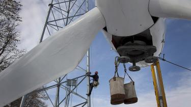 En ny vindmølle er ved at blive rejst i Elgin i Minnesota, USA. Danmark har leveret en stor klimaindsat uden for Danmarks grænser. I USA har man for eksempel hjulpet med at fremme havvind og biogas.