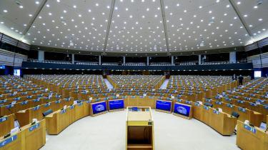På billedet erEuropa-Parlamentets rumkammer i Bruxelles. Initiativet til en strammere eksportlovgivning kom efter talrige afsløringer af, at vestlige firmaers overvågningsteknologi er blevet brugt til at slå ned på oprørere før og under Det Arabiske Forår.
