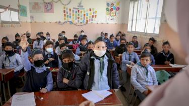 FN-organisation vurderer, at 94 procent af børn i skolealderen bor i områder med »svære, ekstreme eller katastrofale uddannelsesforhold« hovedsageligt koncentreret i Aleppo, Idlib og Rif Damaskus. Billedet er fra en skole i en forstad til Damaskus.
