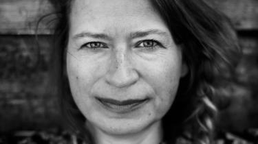 Christina Englund går forsigtigt til værks i forhold til gåden Francesca Woodman. 'Slugt' kratter i overfladen og strejfer kun virkeligheden