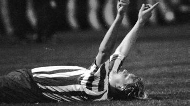 OB's Jesper Hjorth fejrer scoring mod Real Madrid i 1994. Det er længe siden, OB slog Real Madrid ud af UEFA-cupen, og selv om man ikke kan udelukke, at det vil ske igen, så vil der blive længere og længere imellem den slags sensationer, fordi spillerbudgetterne er stukket fuldstændig af i de store klubber.