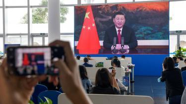 Til det sidste var der tvivl om, hvorvidt Kinas præsident Xi Jinping ville tage imod USAs invitation om at tale ved torsdagens klimatopmøde. Xi valgte at takke ja til fornyet dialog mellem klodens to største CO2-udledere