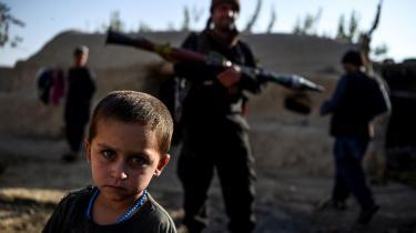 Kina har indledt egne forhandlinger med Taleban for at stå bedre i tilfælde af et magtskifte i Kabul. Det handler blandt andet om at beskytte økonomiske interesser og muligheder i det ressourcerige naboland.