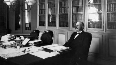 Politivagten fik i september 1908 et chok, da den netop afgåede stormægtige justitsminister P.A. Alberti troppede op på politistationen og meldte sig selv. Otte år i tugthuset for bedrageri i storformat, lød straffen.