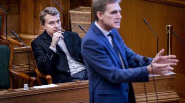 Tronskiftet i Dansk Folkeparti er med sagen mod Morten Messerschmidt udskudt på ubestemt tid, og det allerede plagede parti står over for en tumultarisk og usikker periode.