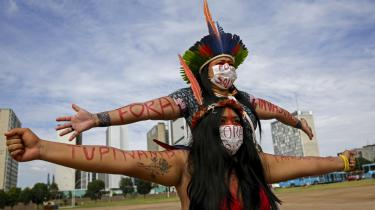 28 folketingspolitikere har sendt et fælles brev til den brasilianske kongres, hvor de appellerer til, at den dropper tre nye love, der blandt andet vil tillade minedrift på oprindelige folks landområder, muliggøre legalisering af jordtyveri samt lempe miljøtilladelser for større anlægsprojekter.