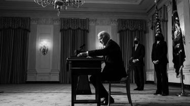 Amerikanske historikere har sammenlignet Bidens væld af initiativer i hans første 100 regeringsdage med Franklin D. Roosevelts i 1933. Men Biden har mindre medvind end Roosevelt, og der er gode grunde til at være varsom med lyserøde forudsigelser om Bidens reformer.