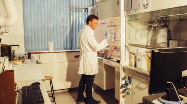 »I min forskning har jeg forsøgt at vende fremstillingen af plastik på hovedet,« siger ph.d. i kemi ved Aarhus Universitet Andreas Sommerfeldt.