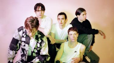 Der er langt fra den berusede københavnske kvartet, der for ti år siden fornyede punken under international opmærksomhed, til det fuldt formulerede rockband uden grænser, vi hører på 'Seek Shelter'. Iceage har begået en af deres bedste plader til dato, og det siger en del