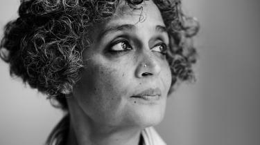 Dybden og rækkevidden af traumer, kaos og især den uværdige behandling, som inderne udsættes for under landets coronakrise, trodser enhver beskrivelse – men premierminister Modi så helst, at vi gik i døden uden at beklage os, skriver Arundhati Roy i et essay