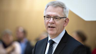 På Aarhus Universitet medgiver rektor Brian Bech Nielsen, at den »meget kraftige kritik« er »helt berettiget«. »Sådan skal sager ikke håndteres på Aarhus Universitet,« siger han.