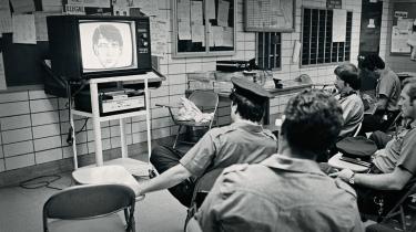 Politiet i New York følger den intense mediedækning af seriemorderen, der fik tilnavnet 'Son of Sam'.