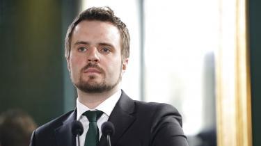 Erhvervsminister Simon Kollerup (S) kom i modvind, efter at han med henvisning til bankernes minusrenter skrev på Facebook, at bankerne er grådige.
