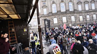 Isam B gav koncert, da demonstrationen 'Stop udvisningerne af syriske flygtninge' blev afholdt på Christiansborg Slotsplads i København onsdag den 21. april 2021.