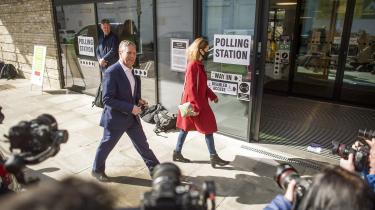 Mandatet i den lille, nordengelske by Hartlepool var på omvalg, fordi kredsens hidtidige Labour-parlamentariker tidligere i år måtte trække sig som følge af en #MeToo-sag. Bestemt ikke en situationen, den nye Labour-leder havde bedt om, skriver Mathias Sindberg i sin analyse