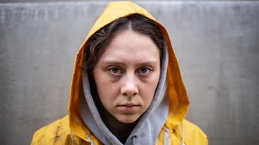Den 23-årige skuespiller Karla Løkke rammer flot Greta Thunbergs udstråling af både uskyld og raseri.