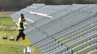 Verdens vedvarende elkapacitet voksede med 45 procent i 2020, den højeste stigningstakt i 20 år. Solcelleparkerne ekspanderer mest, vindkraften næsten lige så meget, vandkraft og biomassebaseret energi mindre