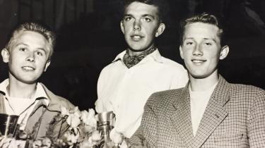 Bill Sejer Nielsen (t.h.) som vinder af Ungdommens Cykelløb 1954.
