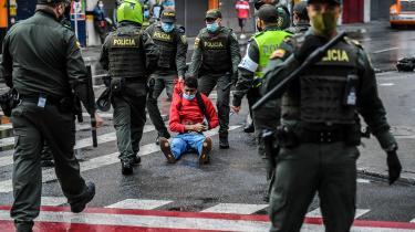 Demonstrationerne startede som protester mod den liberale regerings skattereform, men har spredt sig til hele landet, hvor flertallet af colombianere dagligt kæmper mod diverse overgreb og manglende rettigheder som følge af den narkorelaterede vold og korruption