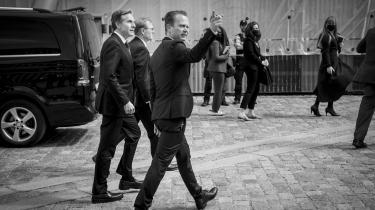 På sin vej til Arktisk Råds møde i Reykjavik gjorde Antony Blinken stop i København for at mødes med grønlandske Pele Broberg og færøske Jenis av Rana. Udenrigsminister Jeppe Kofod måtte se sin rolle reduceret til en form for høflig vært, skriver Lars Trier Mogensen.