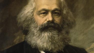 I et par prisvindende bøger har en japansk professor behandlet Marx' værker ud fra en kontemporær og miljøbevidst vinkel. Det er et hit. Og til et andet sted i verden: Hvad sker der egentlig for oliestaterne og alle de oliepengepumpede litteraturfestivaler?