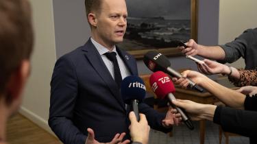 Udenrigsminister Jeppe Kofod har tidligere forklaret på et pressemøde, at regeringen på baggrund af lægernes undersøgelser tilbød at hente de 14 børn hjem – men uden mødrene.