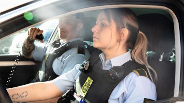 Engang havde kvinder ingen adgang i politiet. Og andelen af kvinder i korpset er stadig langt lavere herhjemme end i Sverige og Norge. Alligevel er der ikke en målsætning i dansk politi om at rekruttere flere kvinder. Tanja Christensen fra Vestegnen er en af dem, der er med til at ændre kønsstatistikken