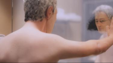 Kan man slippe ud af sit eget hoved, er det noget, alle moderne mennesker ønsker, og er udvejen maratonløb, kærlighed eller kedsomhed? 'Anomalisa' kan ses som manuskriptforfatter og instruktør Charlie Kaufmans favntag med de spørgsmål