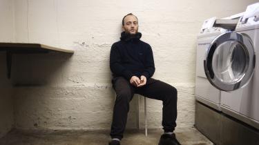 Mads Ananda Lodahls romandebut, 'Sauna', skildrer med behagelig upåfaldenhed i to unge mænds forhold