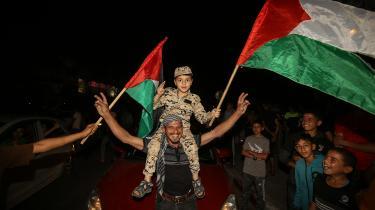 Da våbenhvilen indtrådte fredag morgen, strømmede palæstinenserne fra deres skjul og ud i gaderne for at fejre ophøret af bombardementerne.