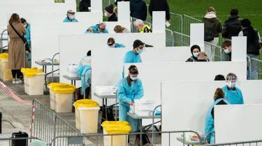 Nogle forskere er kritiske over for den massive teststrategi og påpeger, at der mangler evidens for, at strategien har nogen videre effekt på smittespredningen. På billedet ses det midlertidige testcenter, som indtil slutningen af januar var opstillet i Parken.