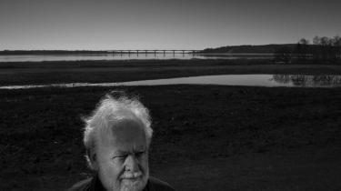 Forfatter Jens Smærup Sørensen fylder den 30. maj 75 år. Han har skrevet blandt andet romanerne 'Mærkedage', 'Hjertet slår og slår', 'Jens. En fortælling' og novellesamlingen '13 stykker af en drøm'.