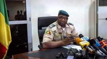 Kommandant Baba Cisse, særlig rådgiver til vicepræsidenten, fortæller pressen i Bamako den 26. maj, at Malis præsident og premierminister vil blive løsladt efter deres arrestation den 24. maj.