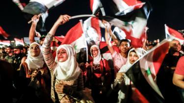 Tilhængere af Syriens præsident Bashar al-Assad fejrer tirsdagens valgsejr, som angiveligt blev vundet med 95,1 procent af de afgivne stemmer.