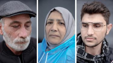 Sameer Barakat, 57 år (venstre billede): »Jeg bliver her, indtil jeg ser, at den danske befolkning kommer her for at vise deres støtte, fordi vi er deres medmennesker.«