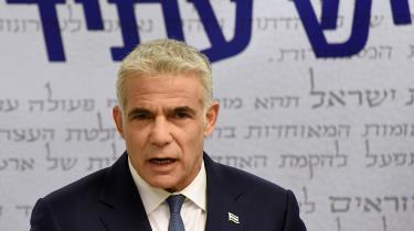 Centrumpolitikeren Yair Lapid har samlet en ny koalition, som kan koste Benjamin Netanyahu magten.