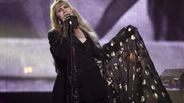 Stevie Nicks er blandt de kunstnere, der har skrevet et åbent brev med krav om at regeringer gribe ind mod streamingtjenesternes grasserende underbetalinger