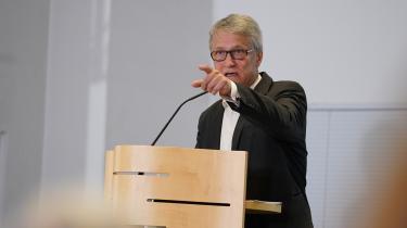 Formand for Ydelseskommissionen, Torben Tranæs, har som ønsket leveret en pakke med løsninger, som med kirurgisk præcision balancerer mellem de modsatrettede hensyn, som S-regeringen selv prioriterer. Alligevel er det tvivlsomt, at det kan løse politiske uenigheder og føre til et nyt kontanthjælpssystem, skriver Lars Trier Mogensen.