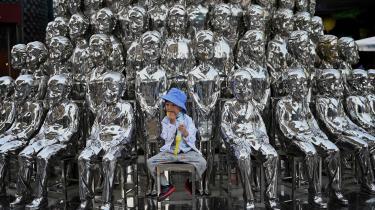 Kina er i panik over demografiudviklingen, hvor kvinder nu i gennemsnitlig kun føder 1,3 børn, mens andelen af kinesere over 60 år vokser dramatisk – fra 13,3 procent i 2010 til 18,7 procent i 2020. Men at ændre tobarnspolitik til trebarnspolitik vil ikke løse problemet, ligesom det heller ikke hjalp at gøre etbarnspolitik til tobarnspolitik i 2015.