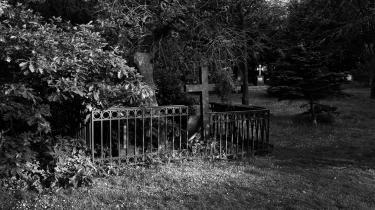 Enhedslisten i Københavns Kommune vil fjerne mindepladen ved Peter von Scholtens grav på Assistens Kirkegård, fordi den bidrager til en »nedtoning af hans rolle som håndhæver af den koloniale undertrykkelse (...)« Arkivfoto.