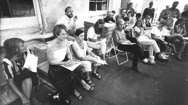 En ny rotationspresse indvies i januar 1975. T.v. med halsklud, cigarstump og skarp skilning avisens grundlægger og daværende chefredaktør, Børge Outze, i samtale med avisens direktør, Steffen Gullman.