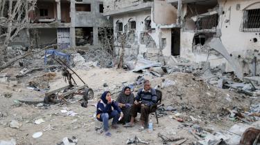 Hvordan palæstinensere i de besatte områder ser på nye israelske regeringer, kan være kompliceret at udrede. Men udsigten til, at Netanyahu nu må gå af som Israels premierminister, vækker dog udelt glæde.