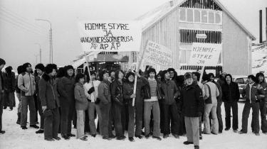 Elever fra Metalfagskolen i Nuuk demonstrerer for hjemmestyre i 1979.