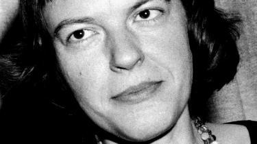Den ambivalens, som findes både i Ingeborg Bachmanns liv og i hendes forfatterskab hænger tæt sammen med efterkrigstidens ambivalens. Man ville glemme krigen, men kunne ikke leve videre, som om ingenting var sket.