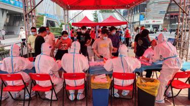 COVID-19-testcenter i havnebyen Shenzhen i den sydlige provins Guangdong, hvorfra en betydelig del af Kinas eksportprodukter bliver sendt.