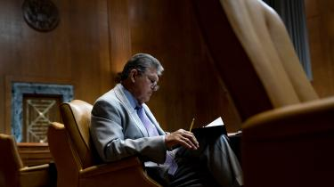 Hele Joe Bidens progressive reformprogram hviler i hænderne på Senatets mest højreorienterede demokrat, 73-årige Joe Manchin fra West Virginia.