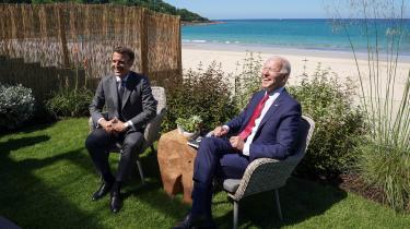 Selv om den politiske stemning mellem EU og USA atter synes god med Donald Trump ude af ligningen, og selv om begge parter officielt betegner Kina som en systemisk rival, er der splittelse omkring Kina-politikken blandt EU's medlemslande, fordi den i høj grad er dikteret af handelspolitiske interesser. Her er vi med den franske præsident, Emmanuel Macron, og hans amerikanske kollega, Joe Biden, til weekendens G7-topmøde iCornwall i Sydvestengland.