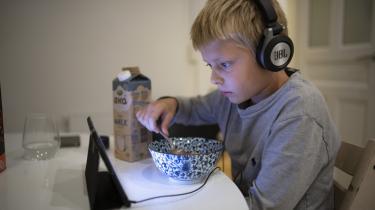 Techgiganter skaber teknologi, der er designet til at gøre børn og voksne afhængige, skriver dagens kronikører.
