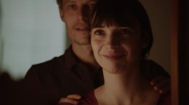 Filmen »Mira« er en kærlighedserklæring, der anerkender den skrøbelighed, der sammen med ømheden kendetegner den stadig ret nybagte familie