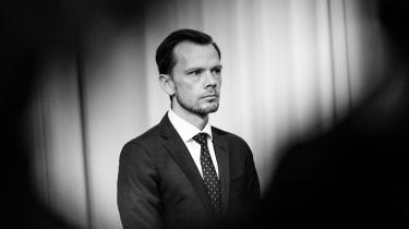 Beskæftigelsesminister Peter Hummelgaard (S) har sagt, at regeringen ikke vil hæve ydelser for udlændinge. Men Ydelseskommissionens anbefalinger lægger op til, at størstedelen af indvandrere på kontanthjælp netop vil komme til at opleve en stigning.